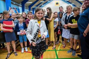 Se fotos og video: Nordjysk vinder af Voice Junior hyldet
