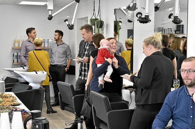Mange glade gæster til receptionen. Foto: Ole Iversen