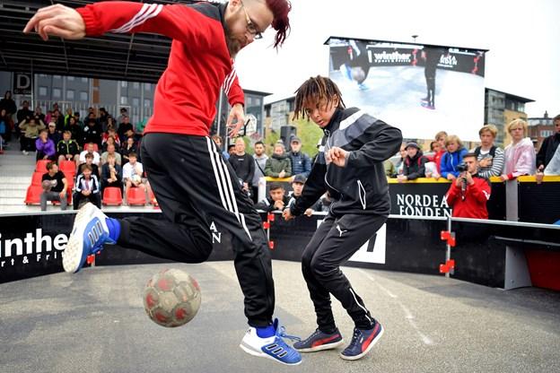 Copenhagen Panna House viser, hvor hurtige fødder, det kræver at spille panna. Spillet minder om fodbold, men man dyster én mod én i en lille arena. Arkivfoto: Torben Hansen