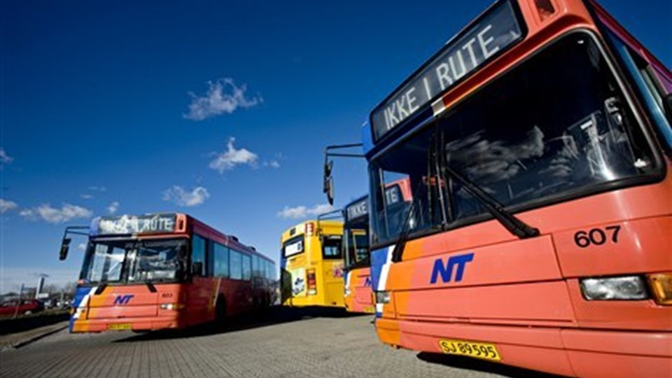 Store busser, der skrumler rundt tomme halvdelen af tiden er for dyrt, for ufleksibelt og ikke løsningen på transportbehovet uden for de store byer, siger forskere fra Aalborg Universitet. Arkivfoto: Henrik Bo.