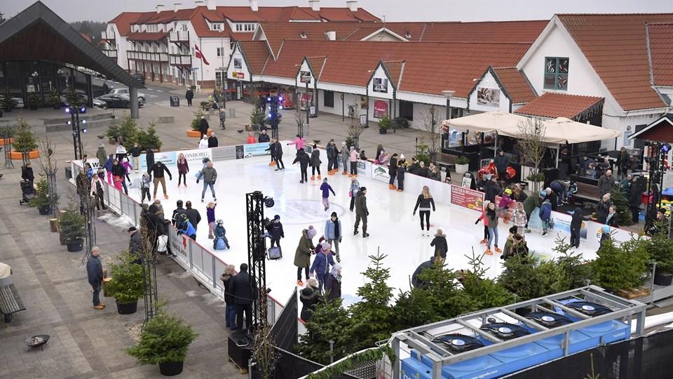 Succesen med skøjtebane på torvet i Blokhus bliver gentaget denne vinter - i en opgraderet version. Foto: Bente Poder