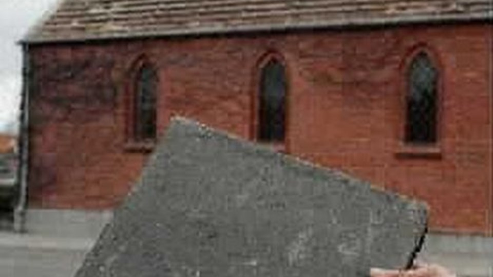 Tagplader indeholdende asbest skal behandles efter særlige anvisninger. I sagen fra Frederikshavn har entreprenøren ifølge egne oplysninger netop fulgt de anvisninger, som Arbejdstilsynet tidligere har givet.arkivfoto: bente skjoldager