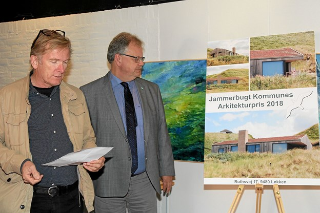 Mogens Christen Gade og Mogens Husted Kristensen (arkitekt fra Friis & Moltke Arkitekter) begrunder valget af Ruthsvej 17. Foto: Flemming Dahl Jensen