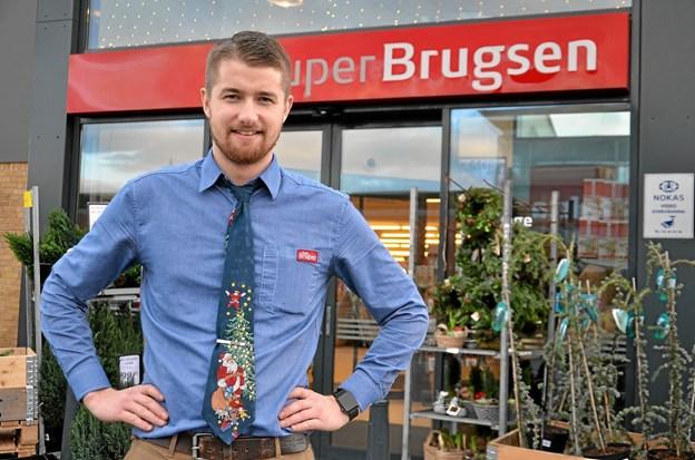 Emil Bak er ny uddeler i SuperBrugsen Terndrup. Foto: Jesper Bøss