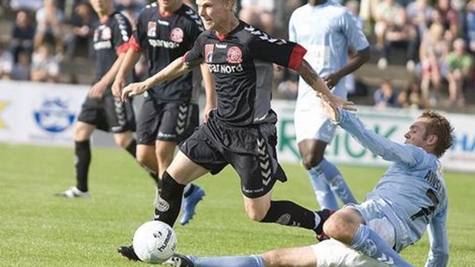 De bageste spillere - her Martin Pedersen - skal ikke have hele skylden for den til tider vaklende defensiv. De fik ikke den fornødne hjælp, mener NORDJYSKEs udsendte.Foto: Scanpix