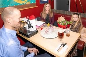 Ti års bryllupsdag med vildt Valentins-tvist
