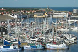 Fuld svensker kravlede hen over både i Skagen: Nu er han sigtet for vold