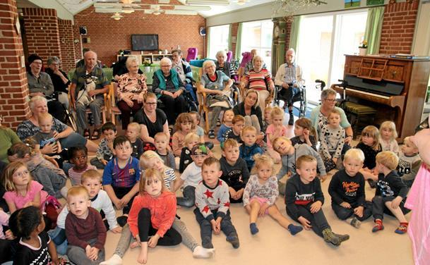 Migu på besøg til glæde for unge og ældre