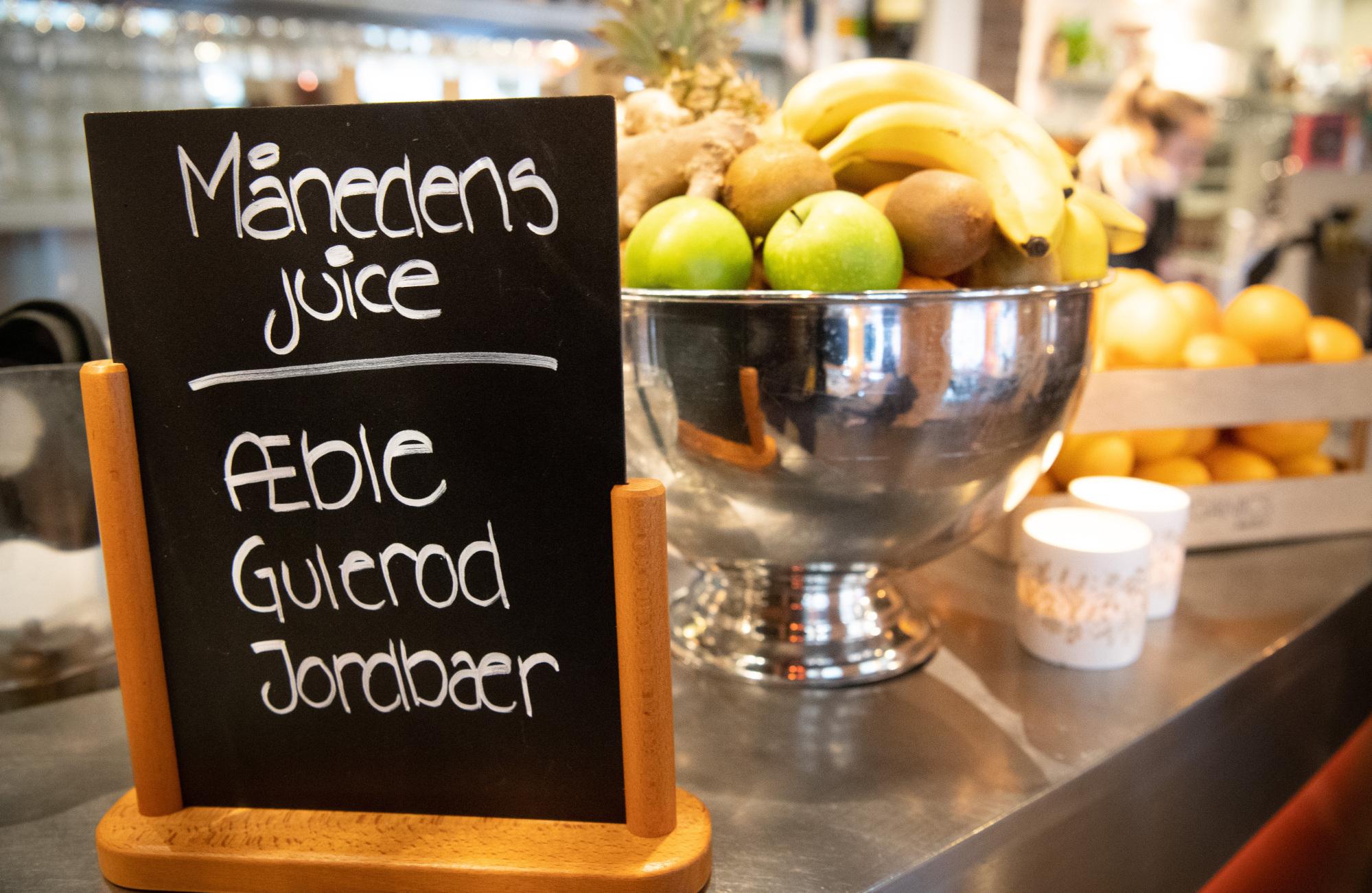 Man kan få friskpresset juice i mange varianter på Cafe Vi2 på C.W. Obels Plads. Foto: Kim Dahl Hansen