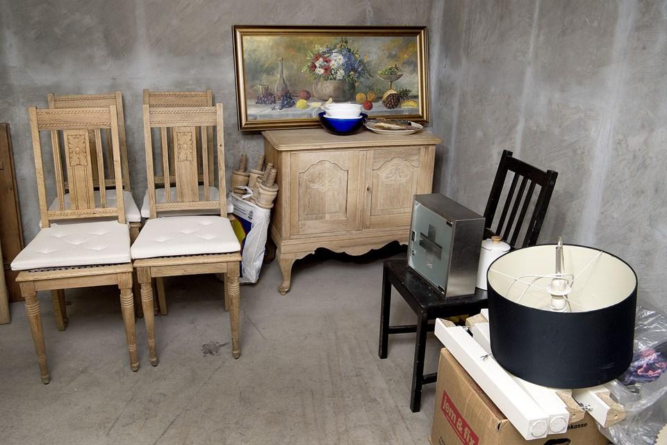 Kunne det friste med nogle pæne stole i træ og et blomsterskilderi til stuen? I Horsøparkens ressourcebank kan beboerne ganske gratis forsyne sig med møbler mv.