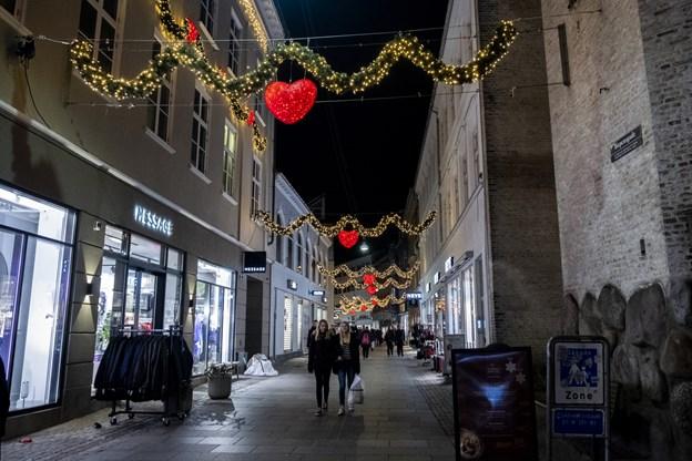 280.000 pærer vil frem til jul lyse midtbyen op. Foto: Lasse Sand