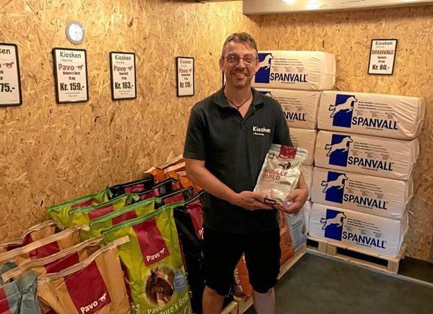 Michael Thomsen har udvidet kiosken - og fået nye ting at byde kunderne idnen for med.