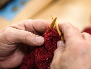 Frivillige strikkedamer søges til projekt