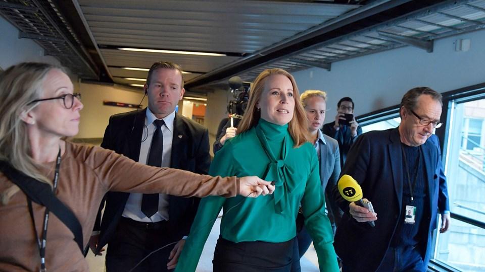 Centerlederen Annie Lööf meddelte torsdag formiddag, at hun opgiver at bryde dødvandet i den politiske situation i Sverige.