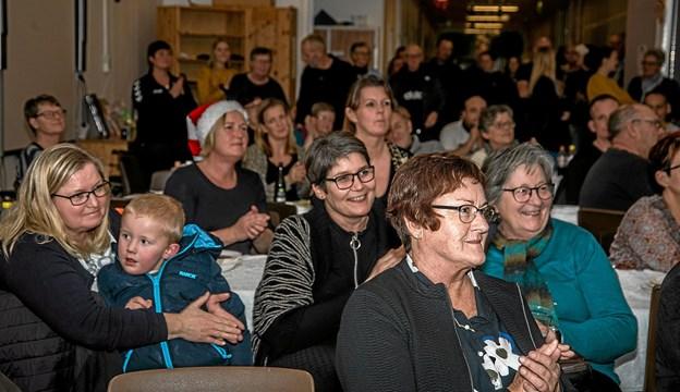 Der var stort bifald efter børnene havde sunget og spillet i salen. Foto: Mogens Lynge Mogens Lynge