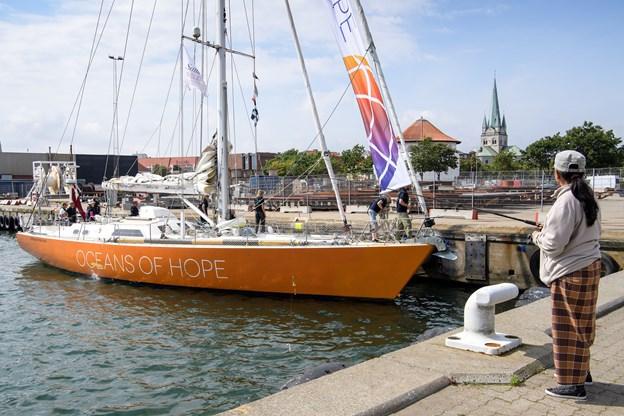 Oceans of Hope, der her ses i Frederikshavn Havn, kommer til FDF's havnefest i Strandby den 11.-12. august. Arkivfoto: Peter Broen