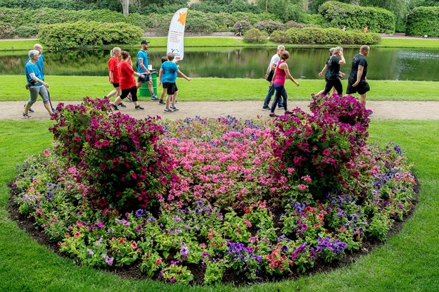 Se billederne: De løb 36.000 runder i blomsterparken