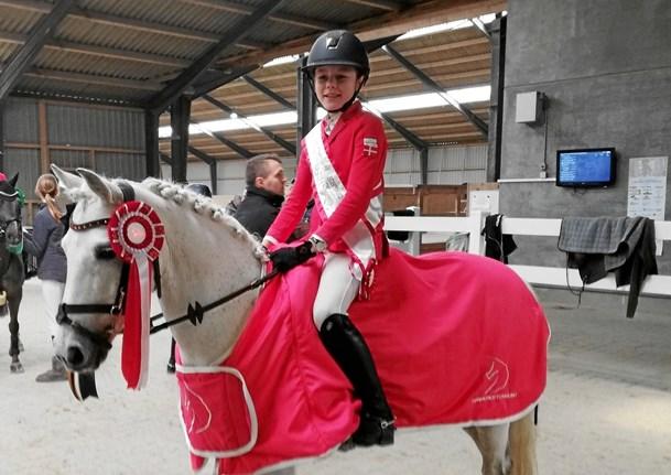 Fra opkast til guld: Hjørring-pige vandt DM trods sygdom