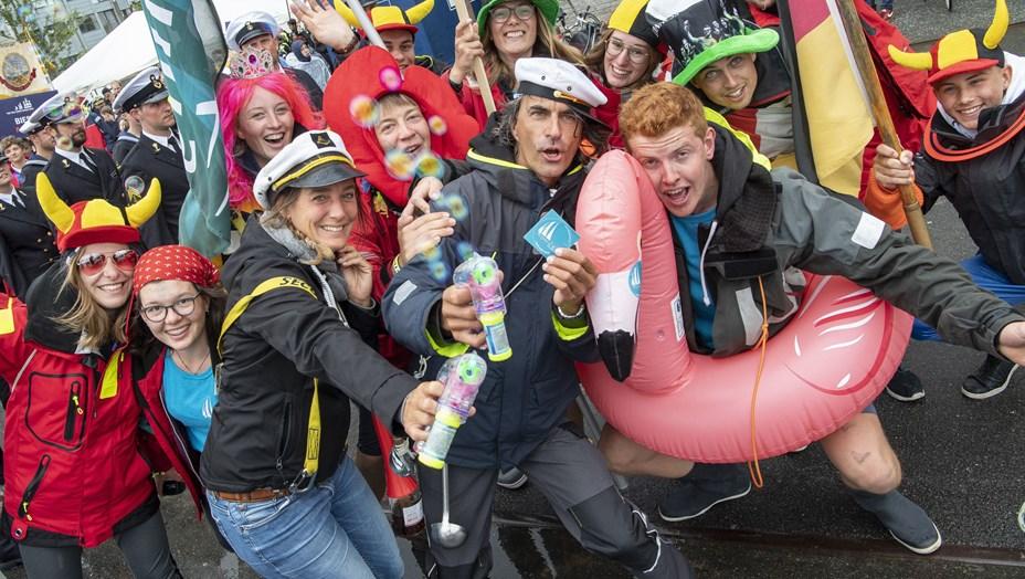 Besætninger lufter regntøj og stiveste puds: Se fede billeder fra Crew Parade