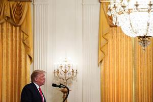 Trump peger på Iran efter angreb - men afventer beviser