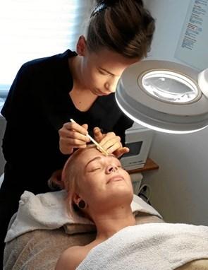 Kosmetiker åbner klinik i gågaden