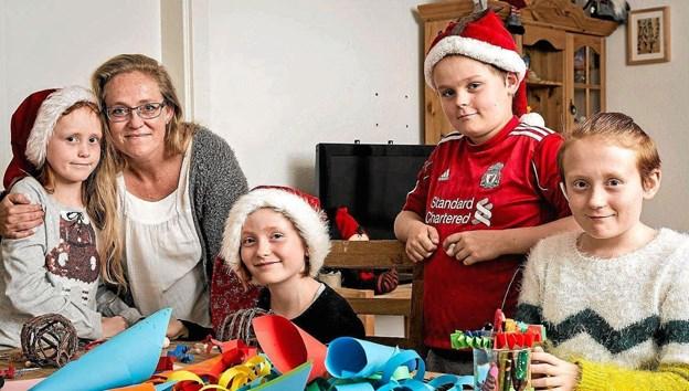 Hvert år hjælper Røde Kors i Sindal mange børnefamilier til en bedre jul gennem Julehjælpen. Ansøgningsskema kan nu hentes i Genbrugsbutikken i Nørregade. Foto: PR-foto