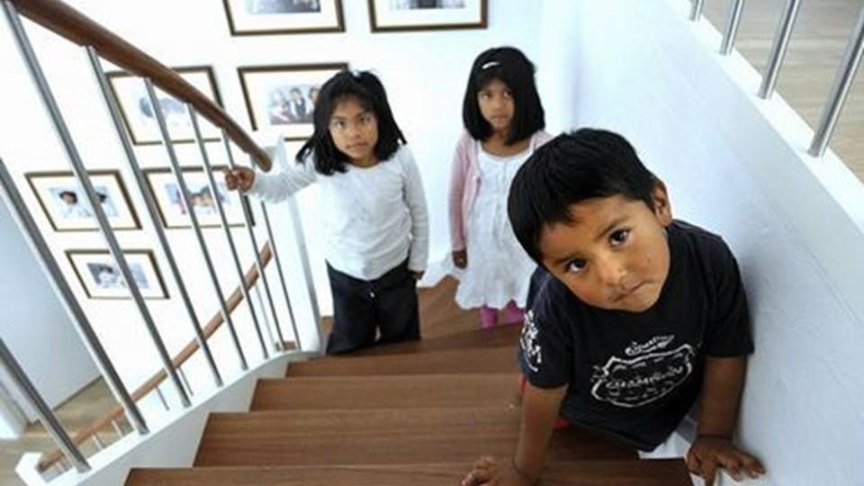 Det er meget godt, at de tre søskende er gået i træning med at bestige trappen i hjemmet i Hjørring, for den bolivianske hovedstad ligger i 3600 meters højde.Foto: Hans Ravn