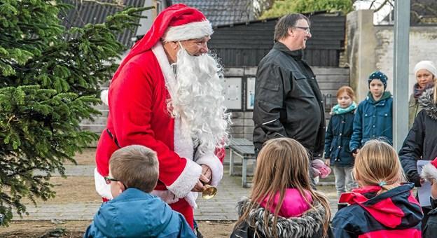 Julemanden blev fundet og han hilste på alle børnene. Foto: Mogens Lynge Mogens Lynge