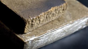 Genbo fandt to et halvt kilo hash i sin hæk: 35-årig fældet af dna