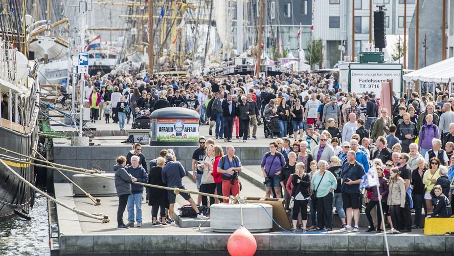 Mange mennesker i byen: Sådan påvirker Tall Ships trafikken