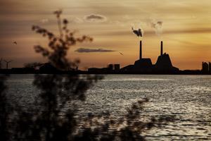 Få danskere ved at pensionsmidler investeres i kul og olie