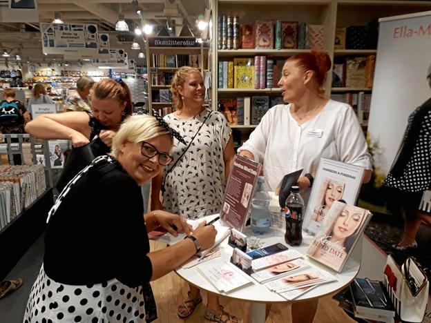 Forleden gæstede den lokale forfatter Ella-Maluca Floyd, måske bedre kendt som Rikke Ella Andrup fra Hjørring, Arnold Busck i Metropol.