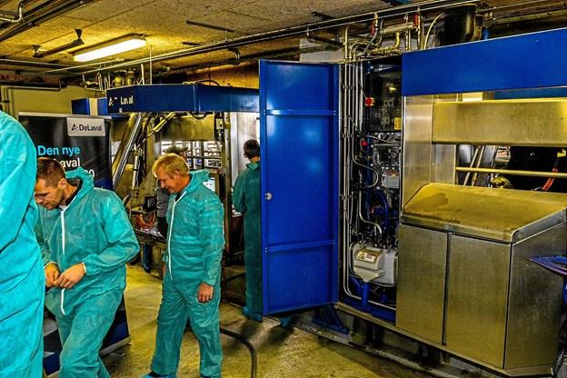 Interessen var stor for det nye automatiske malkeanlæg fra De Laval, som ejendommen har afprøvet og som nu er godkendt. Foto: Mogens Lynge