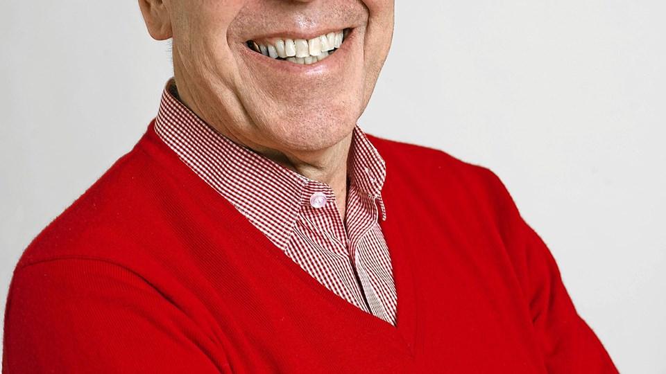 Tidligere chefpolitiinspektør i København, vicepræsident for Kræftens Bekæmpelse og formand for Børnerådet, Per Larsen, holder foredrag på Dronninglund Efterskole. Foto: Ole Torp