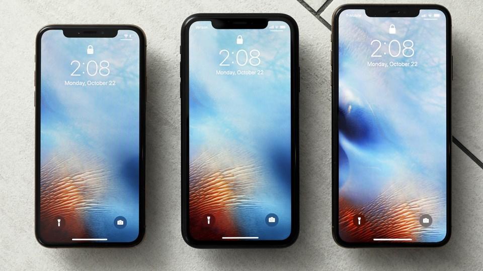 Apple har ikke registreret en stærk efterspørgsel på de tre nye modeller af iPhone. Fra venstre ses modellerne XS, XR og XS Max. Foto: Richard Drew/Ritzau Scanpix