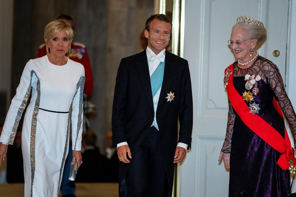 Den franske præsident Emmanuel Macron, præsidenthustru Brigitte Macron og dronning Margrethe ankommer til gallataffel på Christiansborg. Foto: Martin Sylvest/Scanpix Ritzau