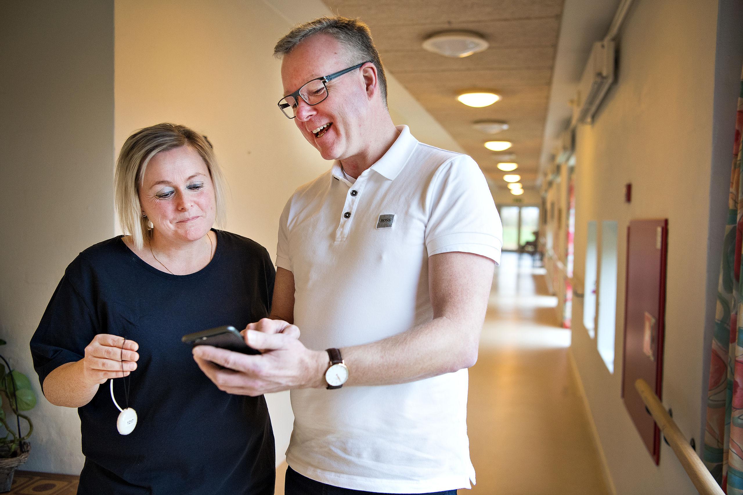 Aalborg-virksomhed får demente hjem igen: Hjælper på plejepersonalets værste frygt