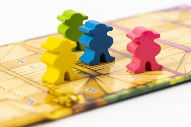 Brætspil til hele familien: Guide til 4 yderst forskellige spil til under juletræet