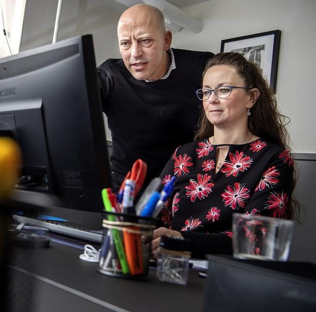 Direktør Martin Gaardsted og chefkonsulent Therese Skærlund i kontoret på Banegårdsvej 6 A, hvor vikar- og rekrutteringsbureauet Komplex ApS holder til.