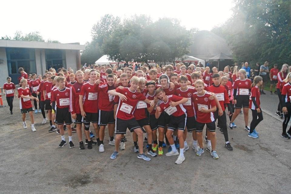 Torsdag aften mødte omkring 350 mennesker op for at løbe eller gå en tur rundt i Haverslev by. Privatfoto