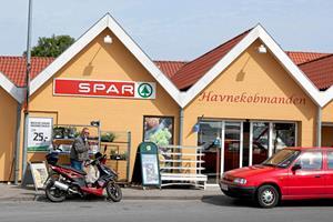 Røveri mod købmand i Nykøbing: Formodet knivrøver anholdt i Herning