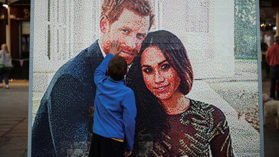 En Lego-mosaik med prins Harry og Meghan Markle i Windsor. Prins Harry bliver fremover Hans Kongelige Højhed hertugen af Sussex, og Meghan Markle bliver ved ægteskabet Hendes Kongelige Højhed hertuginden af Sussex. Foto: Reuters/Marko Djurica