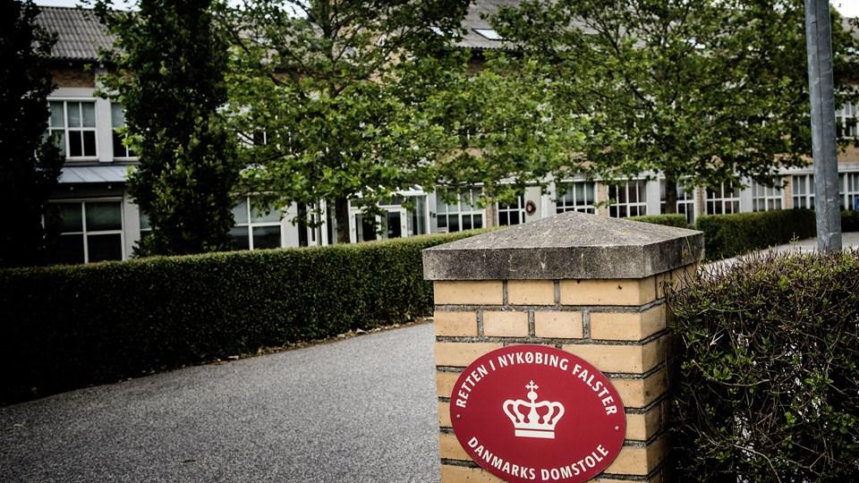To mænd blev efter et grundlovsforhør ved Retten i Nykøbing Falster varetægtsfængslet i juni - sigtet for drab og brandstiftelse. Torsdag er fængslingen blevet forlænget. (Arkivfoto)