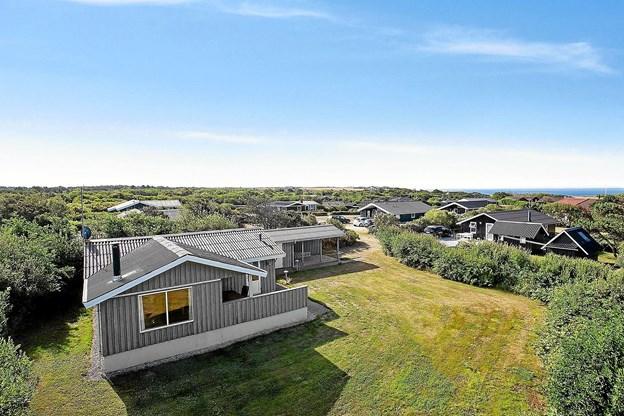Man kan blandt andet høre om dette billige hus på Ingersvej 16 på 70 m² fra 1978 på en 958 m² grund ikke langt fra fjord og hav. Foto: Ole Iversen