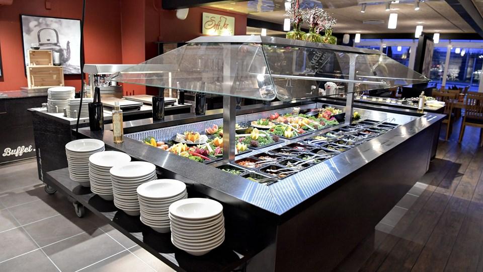Lige som livet er buffeten på The Grill et stort tag-selv-bord.