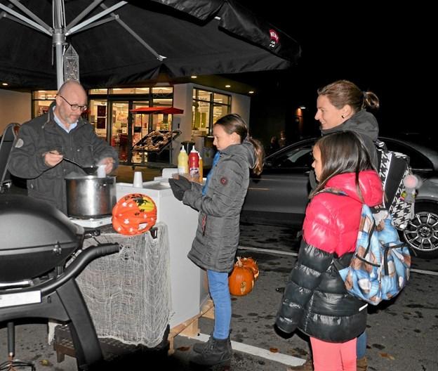 Meny sørgede for dampende varm kakao til både børn og voksne. Foto: Jesper Bøss