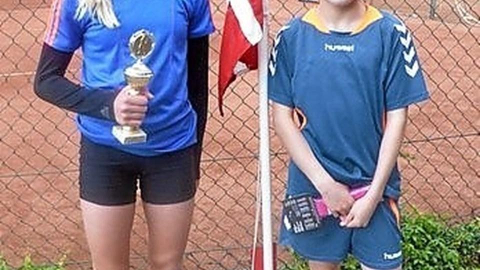 Hos pigerne blev Cornelia Kramer og Sara Møller klubmestre i tennis. Privatfoto