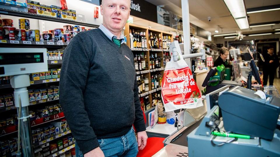46-årige Benny Christensen er ny købmand hos Spar i Hvidbjerg og har over 20 års erfaring indenfor detailhandel og blev udlært hos Spar i Thyholm.
