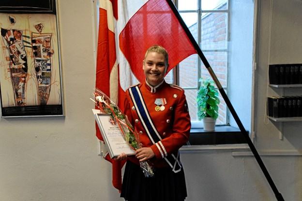 Ida Savkov Østergaard med medalje og diplom. Grev Ingolf kunne desværre ikke deltage ved højtideligheden, pga. hofsorg.  Privatfoto