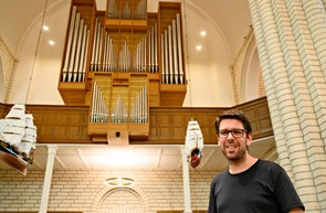 Claus Bach bag kirkens store orgel